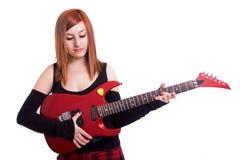 Adolescente con una chitarra rossa Immagini Stock Libere da Diritti