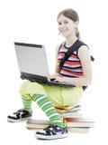 Adolescente con una computadora portátil Fotos de archivo libres de regalías
