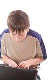 Adolescente con una computadora portátil Imágenes de archivo libres de regalías