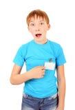 Adolescente con una insignia Imagenes de archivo
