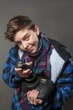 Adolescente concentrado con la palanca de mando Imagenes de archivo