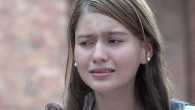 Adolescente confuso da menina triste fotografia de stock