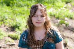 Adolescente consideravelmente asiático/caucasiano ao ar livre Imagem de Stock Royalty Free
