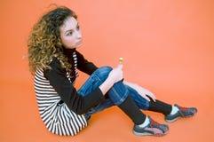 Adolescente contemplativo com Lollipop Imagens de Stock Royalty Free