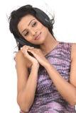 Adolescente d'Indan appréciant la musique Image libre de droits
