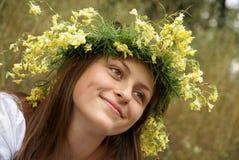 Adolescente dans la guirlande Photos stock