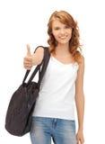 Adolescente dans le T-shirt blanc blanc avec des pouces vers le haut Photos libres de droits