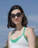 Adolescente de diecinueve años hermoso que se coloca en el sol Fotos de archivo