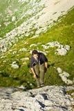 Adolescente de escalada Imagens de Stock Royalty Free