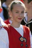 Adolescente de Eslovaquia en traje tradicional Foto de archivo