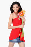 Adolescente de Indan con las flores de la margarita Fotos de archivo