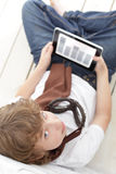 Adolescente de la belleza con PC de la tableta Imagenes de archivo