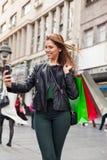 Adolescente de la belleza que toma un selfie Fotos de archivo