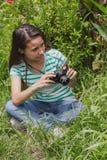 Adolescente de la cámara retra Foto de archivo libre de regalías