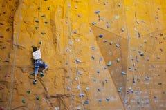 Adolescente de la escalada Fotos de archivo