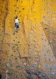 Adolescente de la escalada Fotografía de archivo
