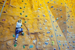 Adolescente de la escalada Imagenes de archivo
