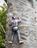 Adolescente de la escalada Foto de archivo