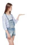 Adolescente de la moda de los jóvenes que mira en su palma aislada Imágenes de archivo libres de regalías