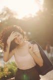 Adolescente de la muchacha con el pelo rizado Fotografía de archivo libre de regalías
