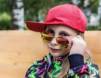 Adolescente de la muchacha en gafas de sol Imagen de archivo libre de regalías