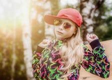 Adolescente de la muchacha en gafas de sol Fotografía de archivo