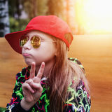Adolescente de la muchacha en gafas de sol Foto de archivo