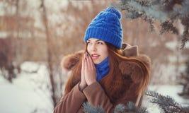Adolescente de la muchacha en invierno Imágenes de archivo libres de regalías