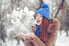 Adolescente de la muchacha en invierno Fotografía de archivo