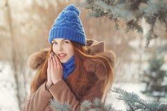 Adolescente de la muchacha en invierno Imagen de archivo