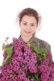 Adolescente de la muchacha que se coloca con la lila en manos Imagenes de archivo