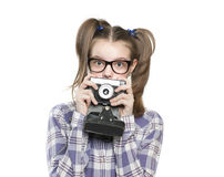 Adolescente de la muchacha que sostiene una cámara Foto de archivo