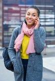 Adolescente de la raza mixta que habla en el teléfono Fotos de archivo libres de regalías