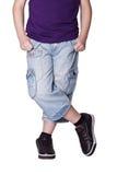 Adolescente de las piernas en pantalones cortos Fotos de archivo