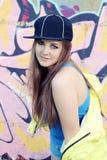 Adolescente de levantamento brincalhão da jovem mulher Imagem de Stock