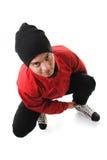 Adolescente de los deportes de invierno que ata patines Fotografía de archivo