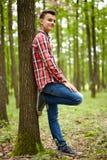 Adolescente de moda en el bosque Fotos de archivo libres de regalías