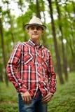 Adolescente de moda en el bosque Imagen de archivo libre de regalías