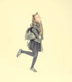 Adolescente de moda en una chaqueta negra Fotos de archivo libres de regalías