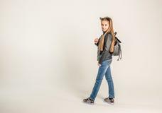 Adolescente de moda en una chaqueta negra Imagenes de archivo