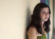 Adolescente de ojos verdes pensativo Fotos de archivo libres de regalías