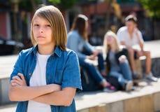Adolescente de Outcasted al aire libre Foto de archivo