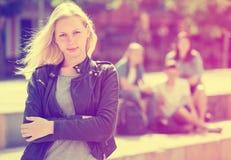 Adolescente de Outcasted al aire libre Fotos de archivo libres de regalías