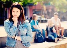 Adolescente de Outcasted al aire libre Imagen de archivo