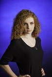 Adolescente de pensamiento en azul Foto de archivo