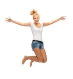 Adolescente de salto en camiseta blanca en blanco Imágenes de archivo libres de regalías