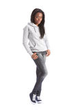 Adolescente del afroamericano en pantalones vaqueros y hoodie Imágenes de archivo libres de regalías