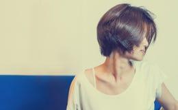 Adolescente del japonés de la moda del pelo corto Fotografía de archivo libre de regalías
