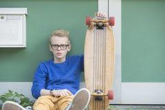 Adolescente del monopatín del retrato Fotografía de archivo libre de regalías
