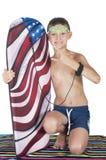 Adolescente del muchacho con la tabla hawaiana en la toalla aislada Fotos de archivo libres de regalías